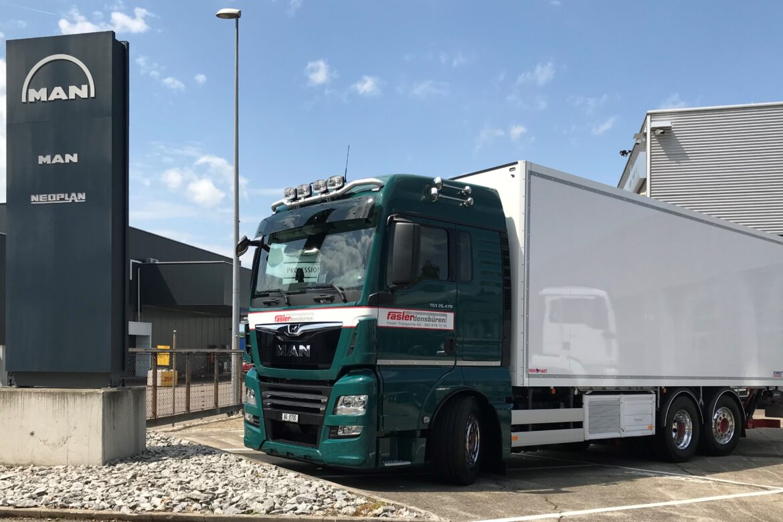 MAN TGX 26.470 6x2 mit Schmitz Cargobull Kühlkoffer