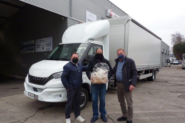 Ablieferung Iveco Daily 50C Sattelschlepper mit Brückenaufbau